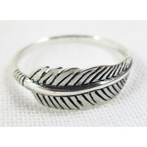Feather Ring (size R)
